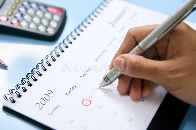 Het schrijven op kalender royalty-vrije stock afbeeldingen