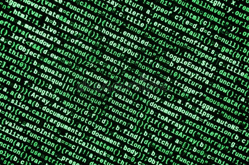 Het schrijven programmeringscode inzake laptop Digitale binaire gegevens over het computerscherm stock afbeeldingen