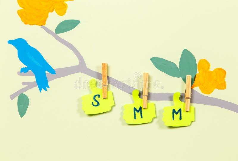 Het schrijven SMM op boomboomstam royalty-vrije illustratie