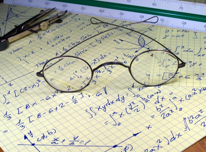 Het schrijven van de hand wiskunde stock afbeelding