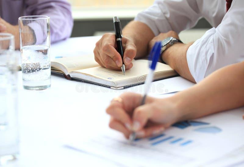 Het schrijven van handen stock foto