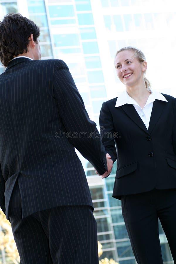 Het schudden van Businesspeople handen royalty-vrije stock afbeelding
