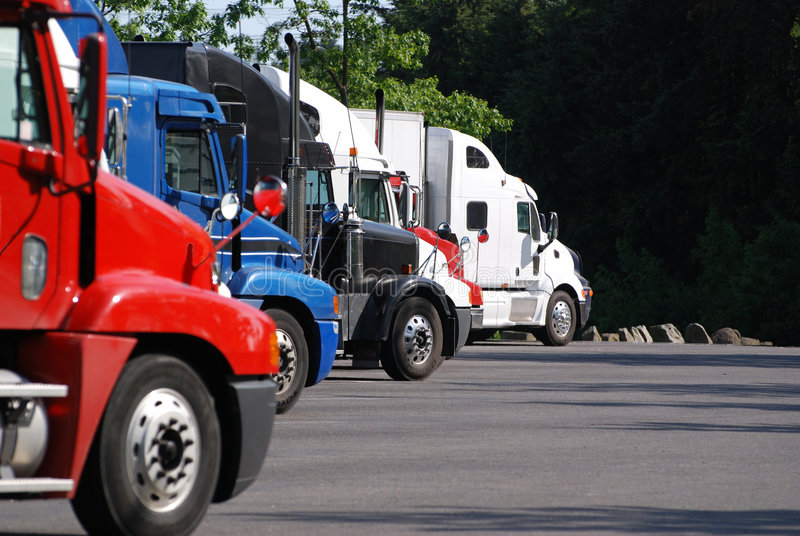 Het semi gebied van Vrachtwagens onbeweeglijk stock foto