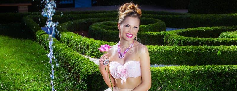 Het sensuele vrouw stellen royalty-vrije stock foto