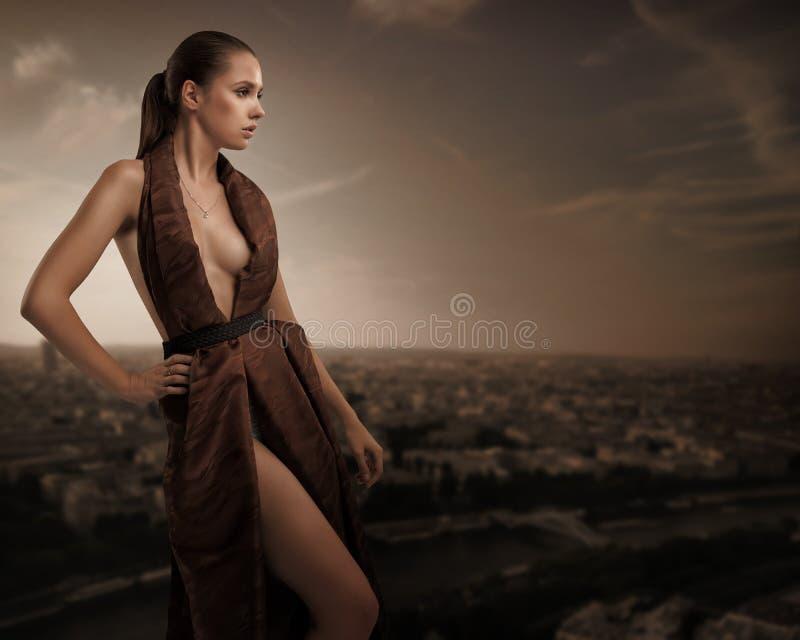 Het sexy jonge schoonheid stellen royalty-vrije stock afbeelding