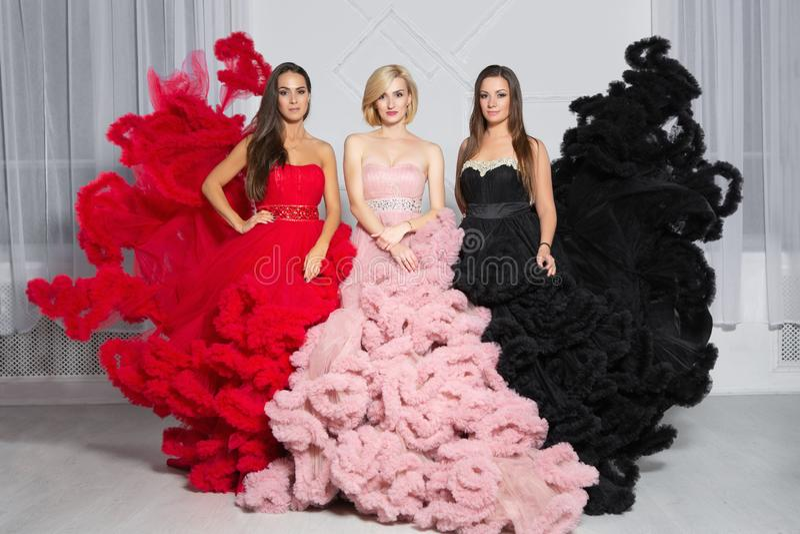 Het sexy vrouw drie stellen in de studio stock foto's