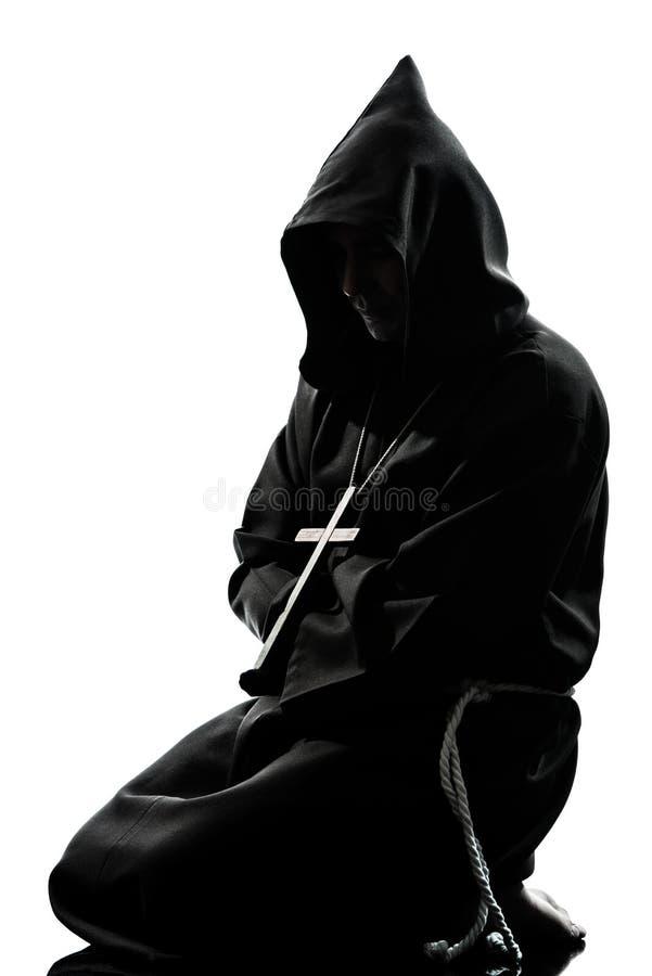 Het silhouet van de de monnikspriester van de mens het bidden royalty-vrije stock foto's