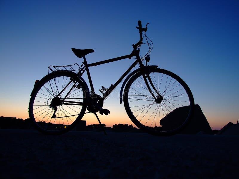 Het silhouet van de fiets royalty-vrije stock foto