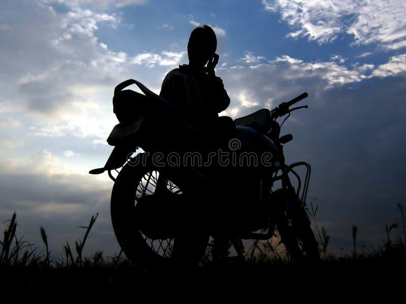 Het Silhouet van de fietser stock afbeeldingen