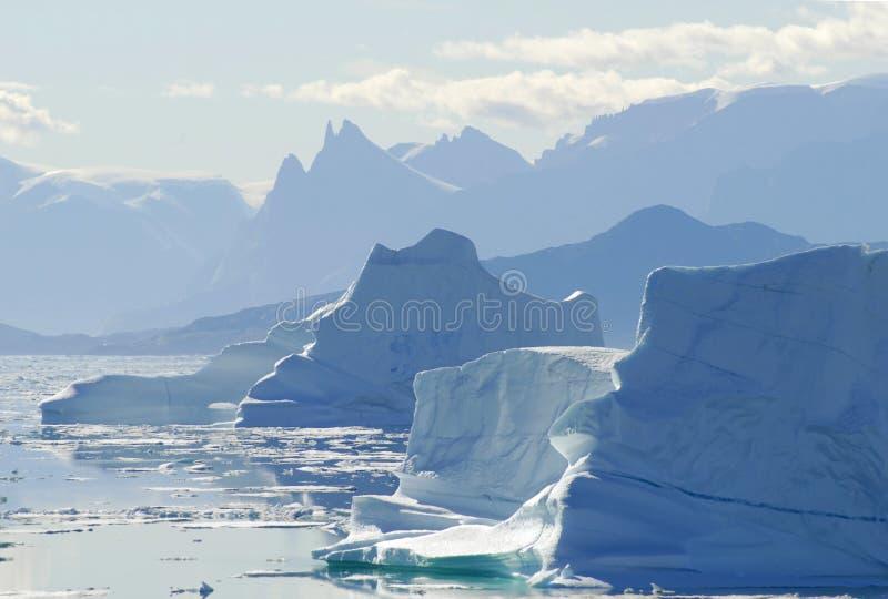 Het Silhouet van de ijsberg stock foto