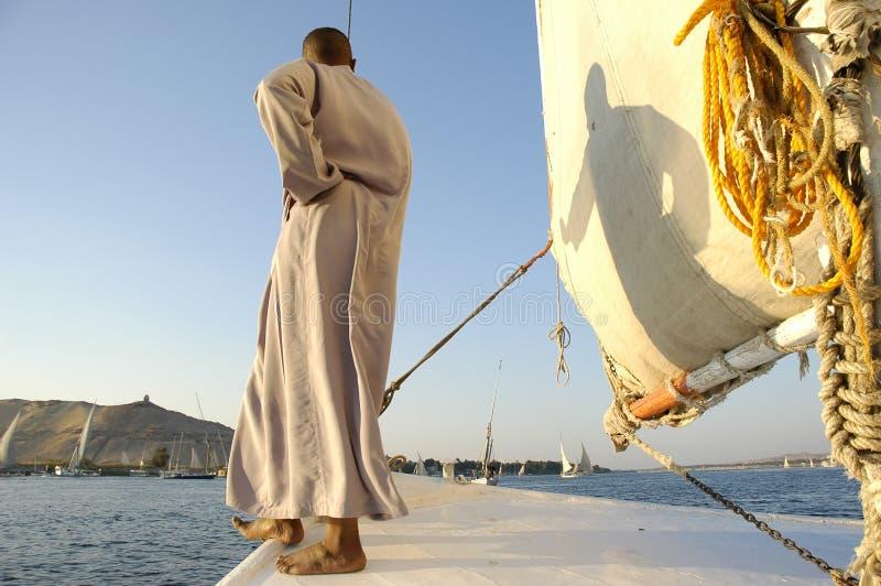 Het silhouet van de jongen. De rivier van Egypte, Nijl royalty-vrije stock foto
