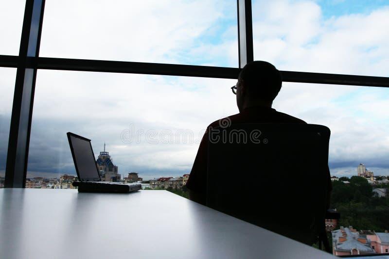 Het silhouet van de mens royalty-vrije stock afbeeldingen