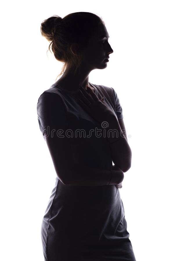 Het silhouet van een kalme jonge vrouw op een wit isoleerde achtergrond, cijfer van slank peinzend meisje royalty-vrije stock foto's