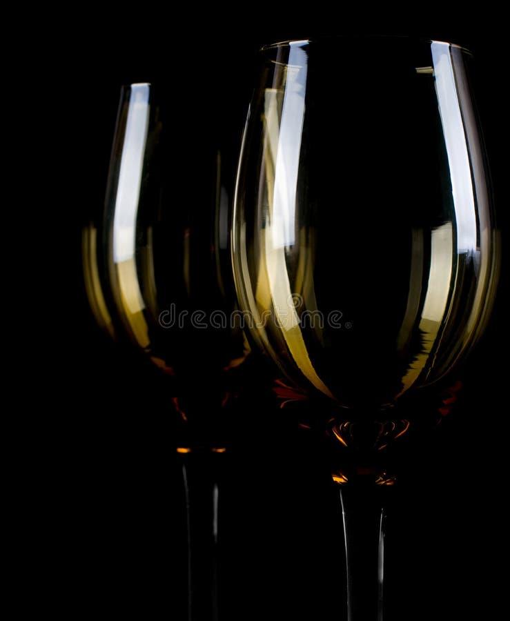 Het silhouet van het wijnglas op zwarte achtergrond. stock afbeelding
