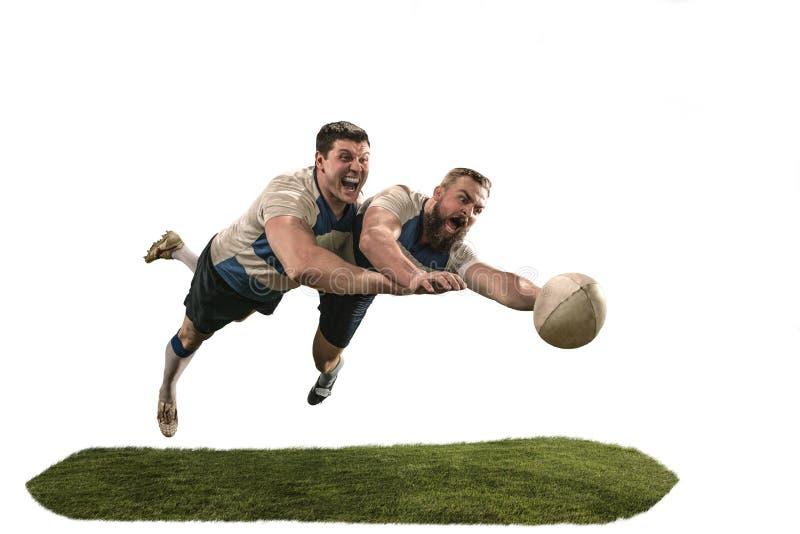 Het silhouet van twee de Kaukasische die speler van de rugbymens op witte achtergrond wordt geïsoleerd stock foto's