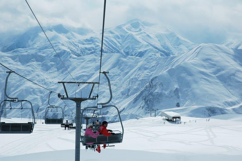 Het skiån lift met mensen royalty-vrije stock fotografie