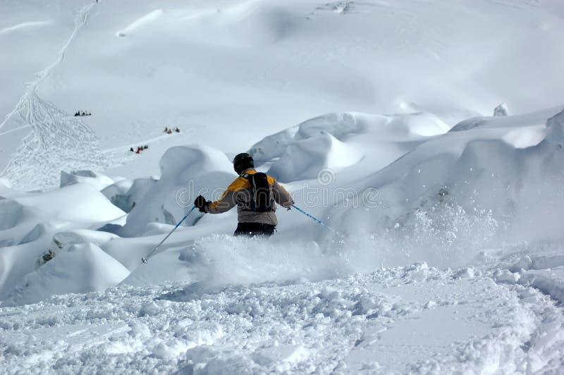 Het skiån onderaan de reuzencascade royalty-vrije stock afbeeldingen