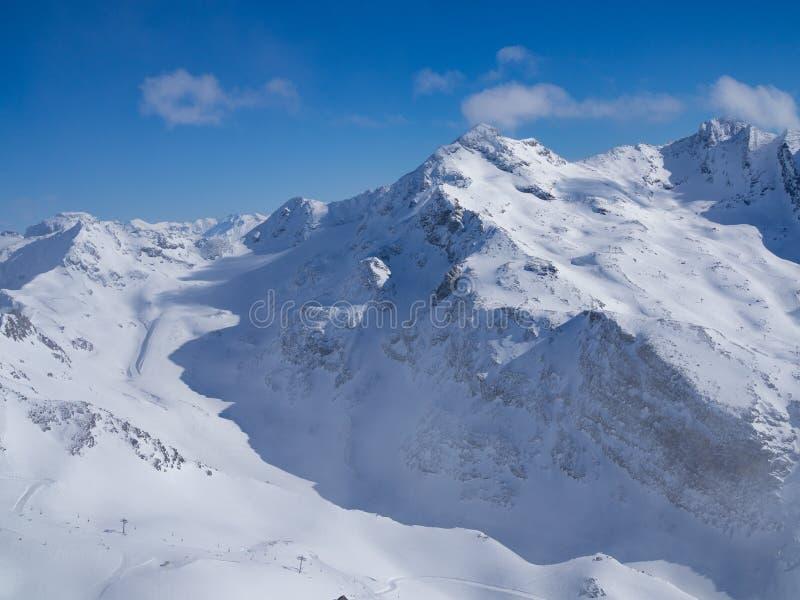 Het ski?en helling in Franse Alpes Gebied 3 Vallees, Meribel en Courchevel De winter van, 2018 stock afbeelding