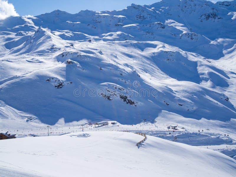 Het ski?en helling in Franse Alpes Gebied 3 Vallees, Meribel en Courchevel De winter van, 2018 stock fotografie