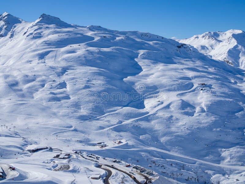 Het ski?en helling in Franse Alpes Gebied 3 Vallees, Meribel en Courchevel De winter van, 2018 royalty-vrije stock fotografie