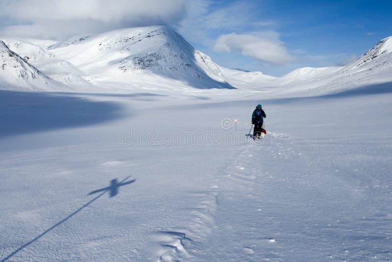 Het ski?en reis op Kungsleden stock foto