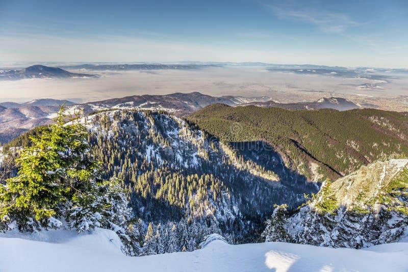 Het ski?en toevlucht in Postavarul, Brasov, Transsylvanië, Roemenië stock foto