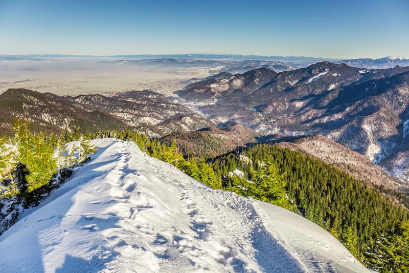 Het ski?en toevlucht in Postavarul, Brasov, Transsylvanië, Roemenië stock foto's