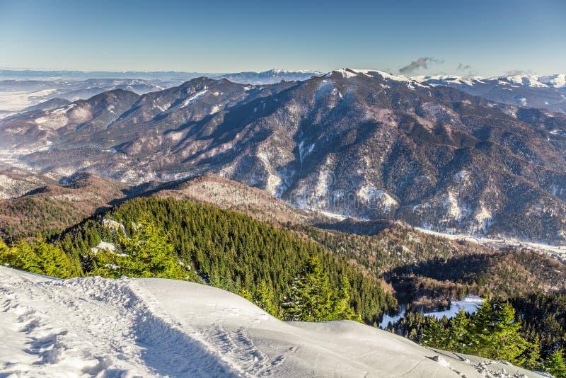 Het ski?en toevlucht in Postavarul, Brasov, Transsylvanië, Roemenië royalty-vrije stock afbeeldingen