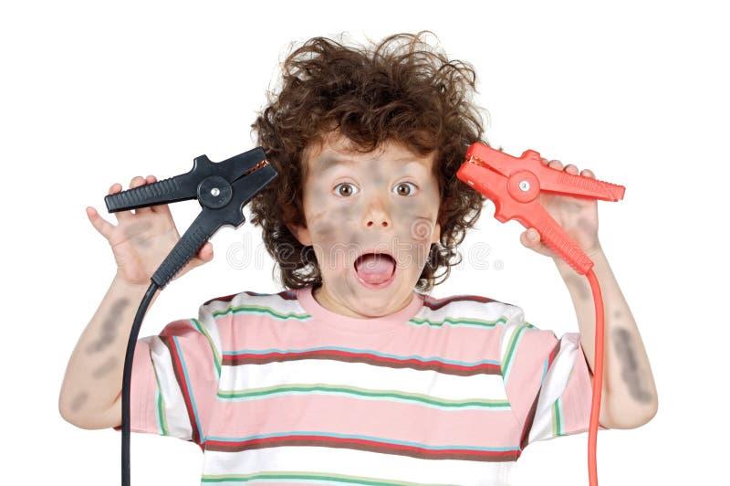 Het slachtoffer van de jongen met elektriciteit stock afbeeldingen