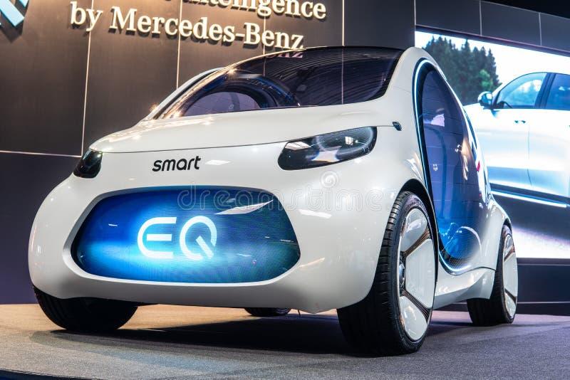 Het slimme concept van Mercedes-Benz van Visieeq fortwo, prototype van toekomstige die auto door Mercedes Benz wordt gecreeerd stock foto