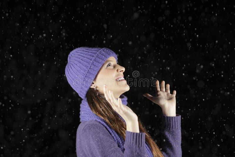 Het sneeuwen bij nacht royalty-vrije stock afbeeldingen