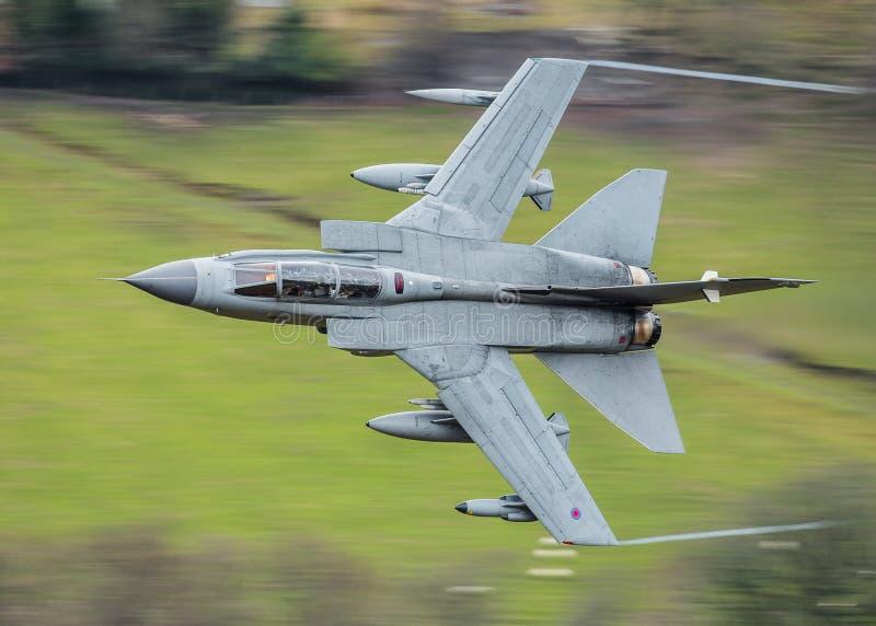 Het snelle vechter straal vliegen royalty-vrije stock afbeeldingen