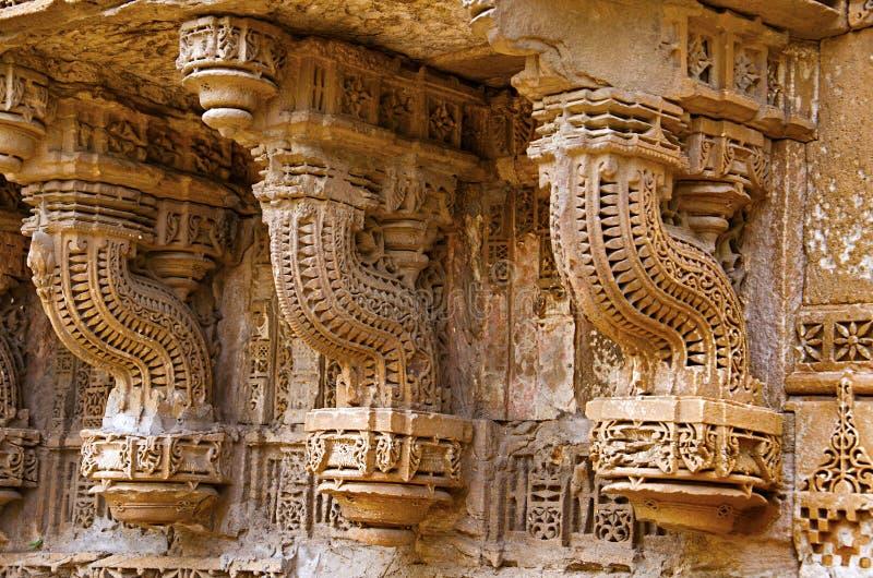 Het snijden details op de buitenmuur van Sai Masjid Mosque, Ahmedabad, Gujarat stock afbeeldingen