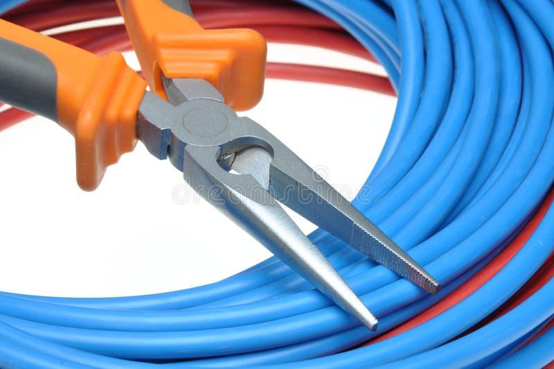 Download Het Snijden En De Kabel Van De Hulpmiddelbuigtang Stock Foto - Afbeelding bestaande uit onderbreking, buigtang: 54085870