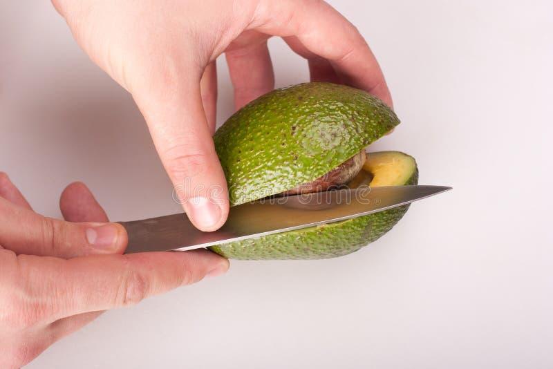 Het snijden van avocado royalty-vrije stock foto