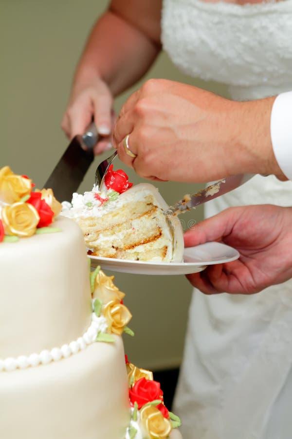 Het snijden van de Cake van het Huwelijk royalty-vrije stock foto's