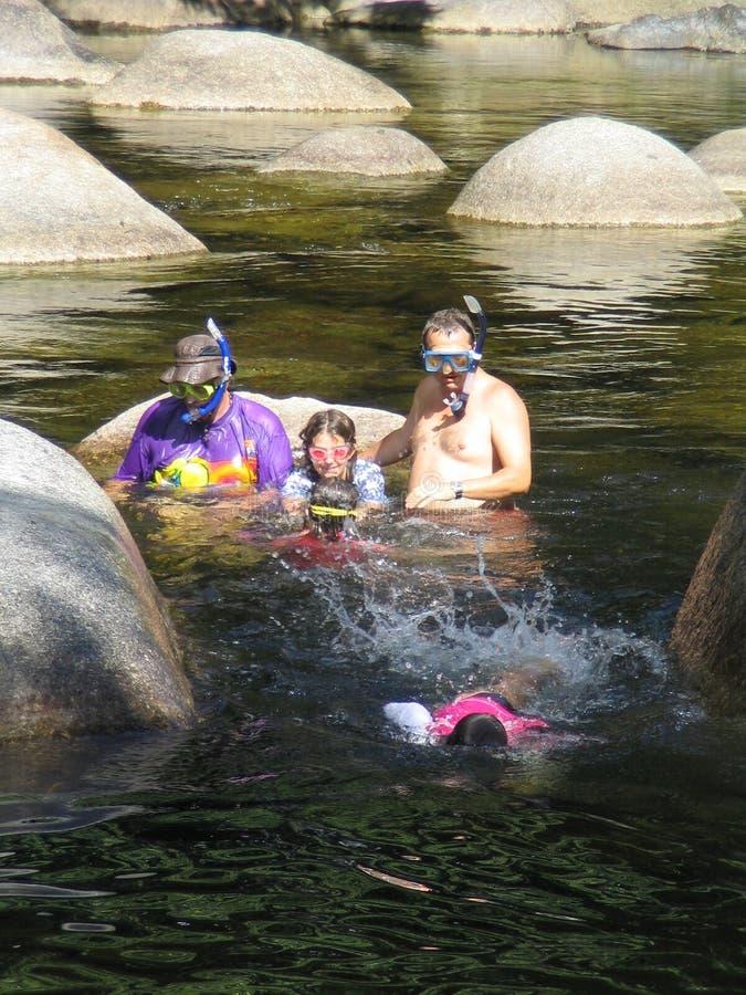 Het Snorkelen van de familie expeditie royalty-vrije stock afbeelding