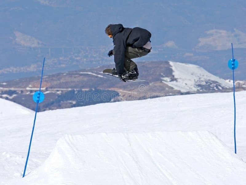 Het snowboarding van de mens op hellingen van Pradollano skitoevlucht in Spanje royalty-vrije stock afbeelding