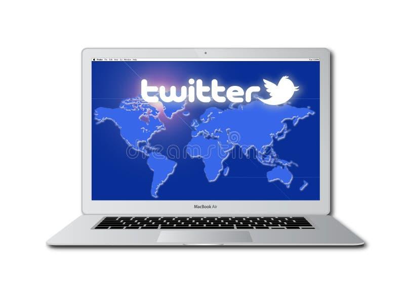 Het sociale netwerk van de tjilpen dat op Macbook wordt betreden Pro vector illustratie