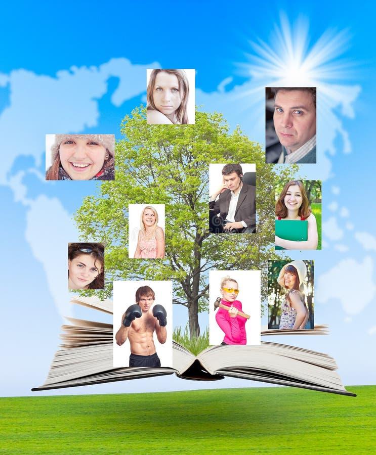 Het sociale netwerk verbindt wereldwijd mensen. royalty-vrije stock afbeelding