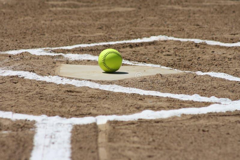 Het softball plateert thuis royalty-vrije stock foto's