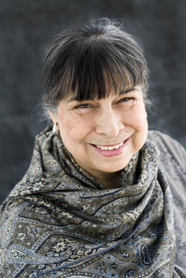 Het Spaanse Matriarch Glimlachen stock foto's