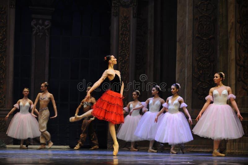 Het Spaanse stijlmeisje het het suikergoedkoninkrijk van het tweede handelings tweede gebied - de Balletnotekraker stock fotografie