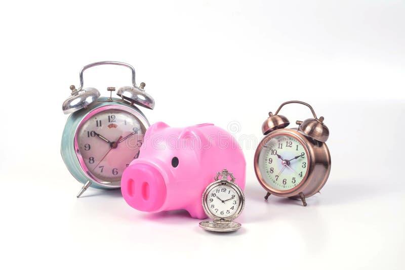 het spaarvarken en de klok besparen binnen tijd royalty-vrije stock fotografie