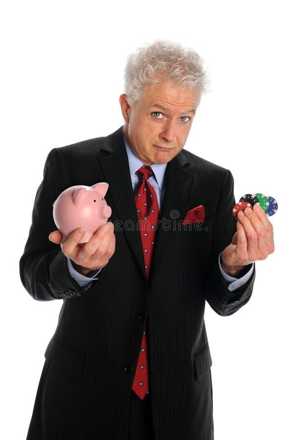 Het Spaarvarken en de Spaanders van de Holding van de zakenman stock afbeeldingen