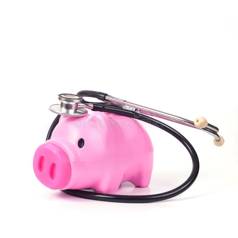 het spaarvarken met stethoscoop bewaart binnen gezondheid royalty-vrije stock afbeelding
