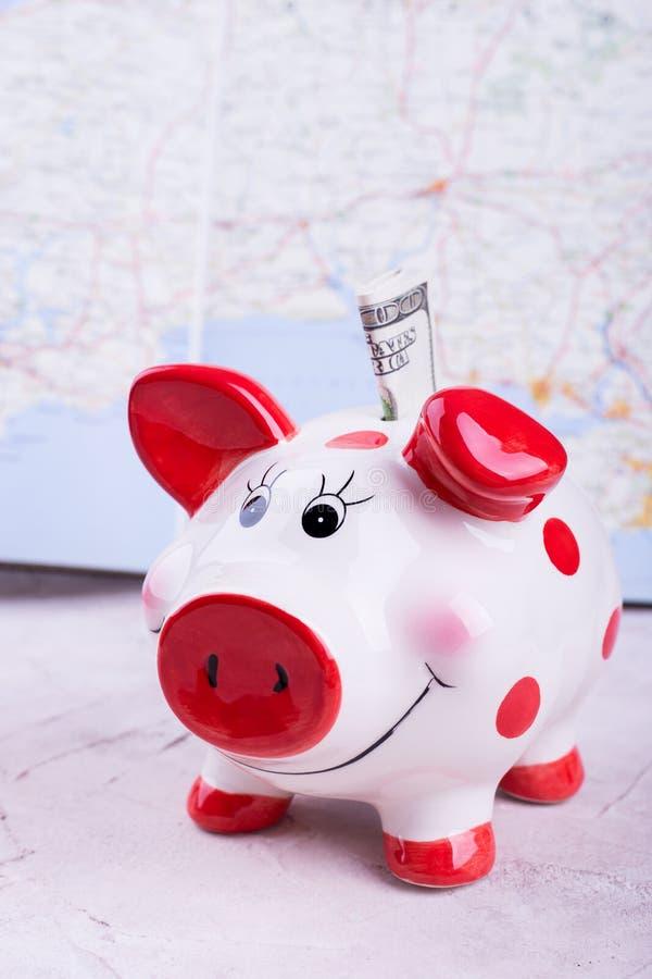 Het spaarvarken van het varken met dollars royalty-vrije stock fotografie