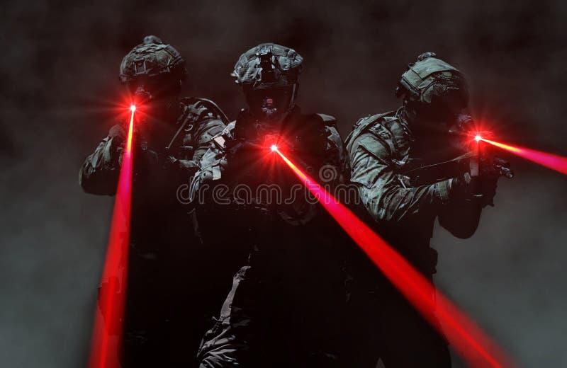 Het speciale team van de krachtaanval tijdens een geheime opdracht stock foto