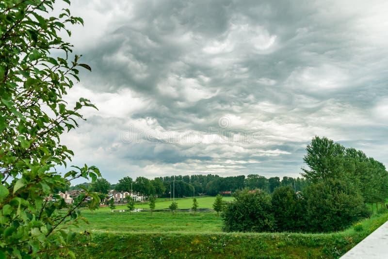 Het speciale type van weer dat ook genoemd geworden Asperatus is betrekt, royalty-vrije stock fotografie
