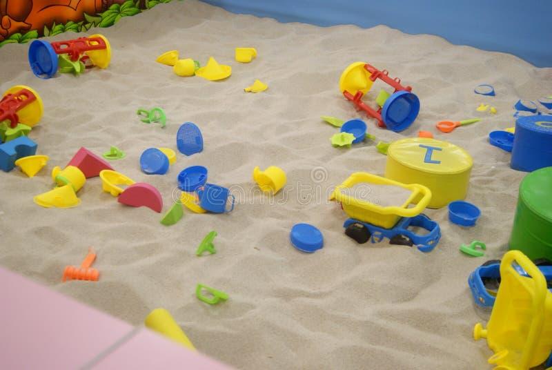 Het speelgoed en het strand van kinderen royalty-vrije stock afbeelding
